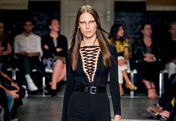 balmain desfile decote lace up trancado