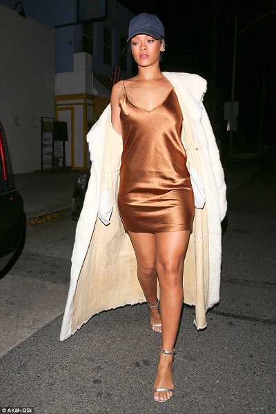 rihanna slip dress moda
