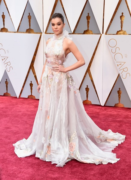 hailee steifield look oscar 2017