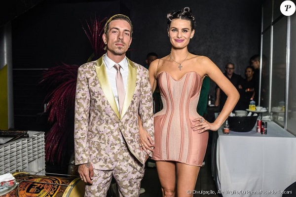 look retro futurista casal baile da vogue 2018